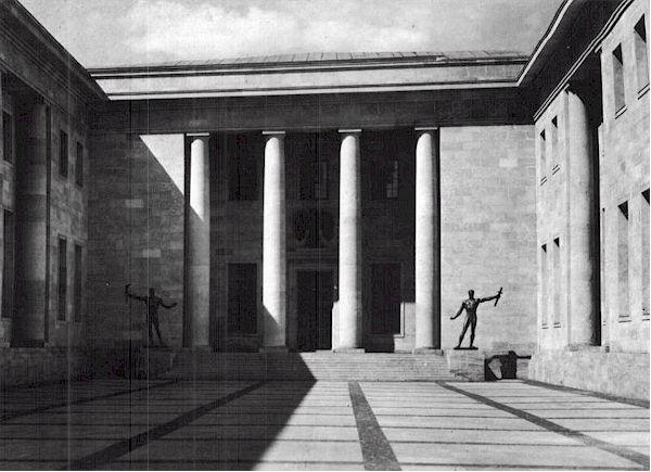 Histoire des arts ville et architectures totalitaires for Architecture totalitaire